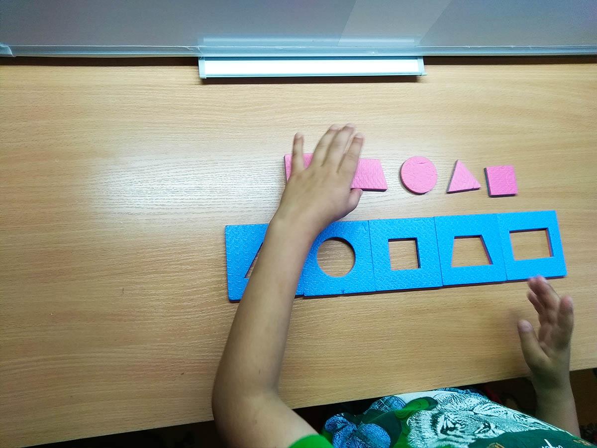 Игра - подбери фигуру центр логос